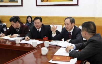 """怀揣""""民声"""" 共谋新篇,李红军、殷焕明与人大代表热议政府工作报告"""