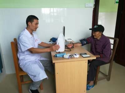 始兴县为18个贫困村卫生站配备健康一体机  为村民提供优质的医疗卫生服务