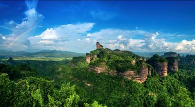 华师百余大学生到丹霞山开展课程 见习增强学生研学实践能力