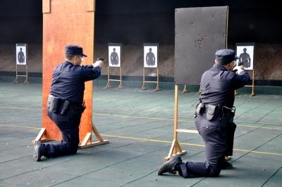 训练场的新区民警,酷!